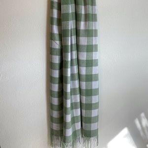 Gap Blanket Scarf EUC